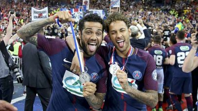 4C005F1700000578-5706029-Injured_star_Neymar_right_was_in_attendance_at_the_Stade_de_Fran-a-18_1525858354454