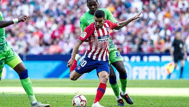 Angel Correa scorers for Atletico Madrid past Real Betis